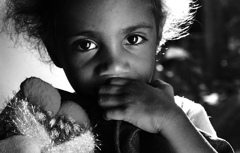 Générations - Alexia, 3 ans, la fille d'Elvina. Elles sont venues rendre visite à Anna et son mari Marcel, qui vivent à Sakamoto depuis 3 ans.