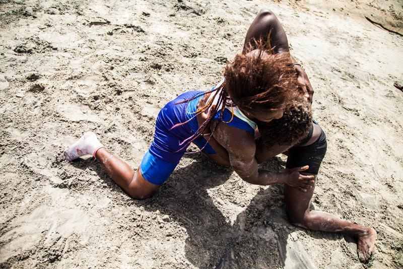 Sirefina Diediou et Sylvie Faye ont rejoint l'équipe nationale l'an dernier. D'après leur entraîneur Albert Diatta, il n'y a que des femmes originaires du coin dans l'équipe nationale. La plus célèbre lutteuse sénégalaise, Isabelle Sambou, vient de Casamance. Aux JO de 2012, elle est arrivée à la cinquième place.