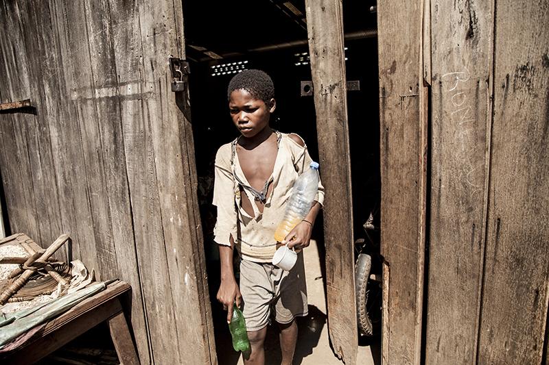 De nombreux enfants et adolescents sont parmis les déplacés, échappant ainsi au recrutement forcé d'enfants soldats par certains des groupes armés.