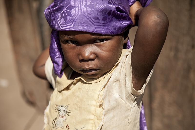 Abigail, 4 ans, vit ici avec sa famille depuis 2 mois. Les violences ont généré une immense population d'enfants déplacés et d'élèves déscolarisés.