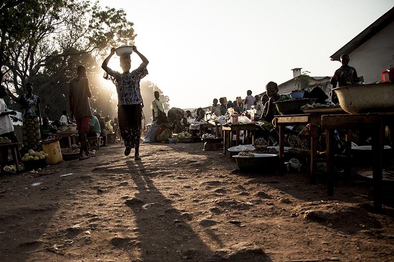 Suite aux violences contre les populations chrétiennes imputées à la Seleka - dont les combattants sont presque tous musulmans - près de 40 000 Chrétiens campent à la mission, de peur d'être attaqués dans leur maison. Ils viennent de Bossangoa même ou des villages environnants.
